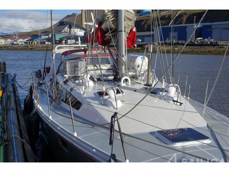 Ovni 445 - Yacht Charter Sailica