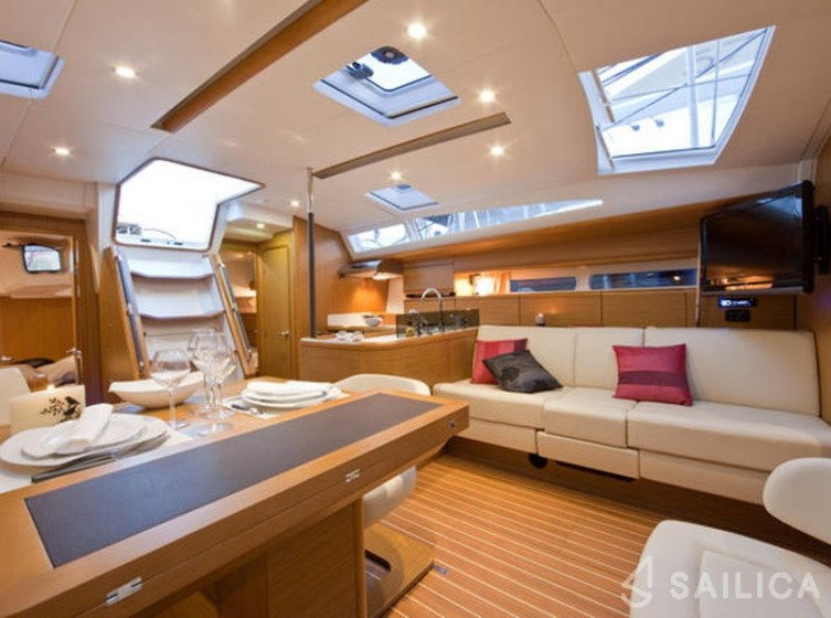 Rent Jeanneau 53 in Italy - Sailica