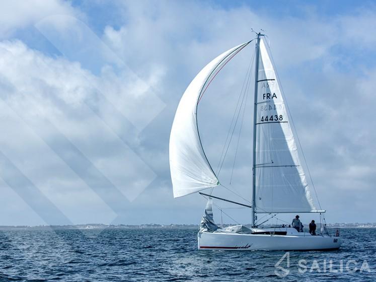 Sun Fast 3200 - Yacht Charter Sailica