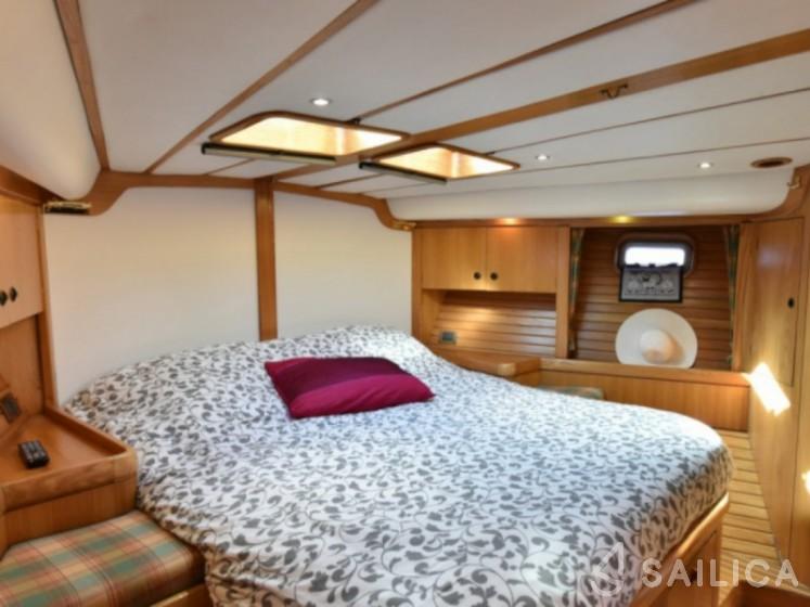 Feeling 546 - Yacht Charter Sailica