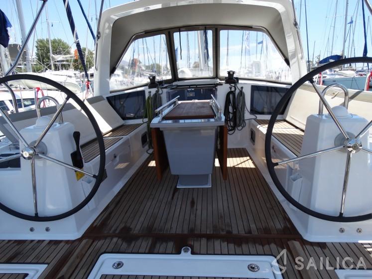 Rent Oceanis 41.1 in Greece - Sailica