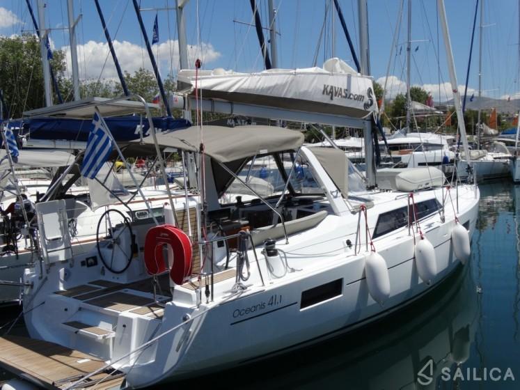Oceanis 41.1 in Lefkas - Sailica