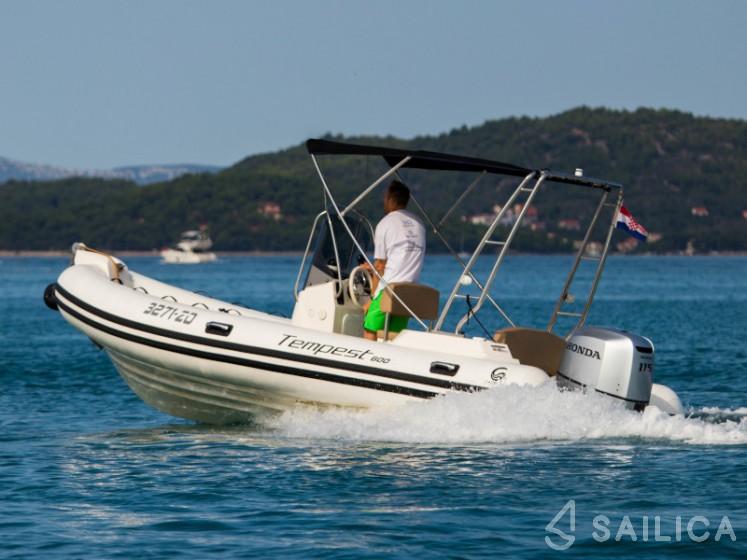 Capelli TE 600 + Mercury 115 in Marina Zadar - Sailica