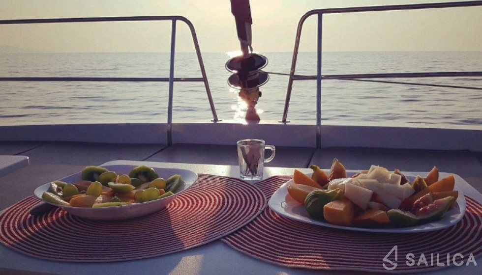 Bali 4.1 - Yacht Charter Sailica