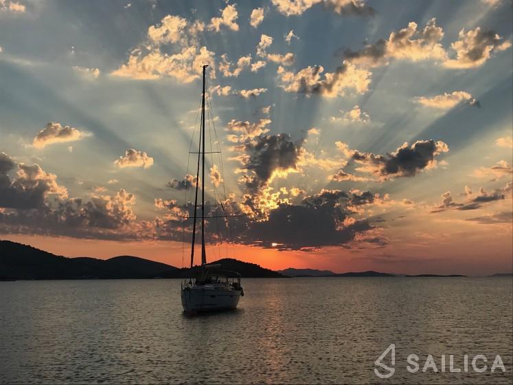 Sun Fast 26 - Yacht Charter Sailica