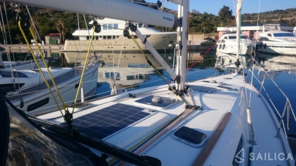 Sun Odyssey 42.2 - Yacht Charter Sailica