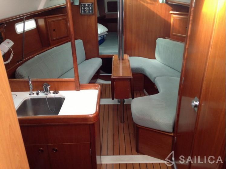 Oceanis 331 - Yacht Charter Sailica