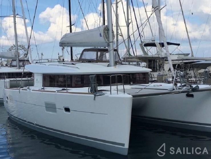 Rent Lagoon 400 S2 in Italy - Sailica