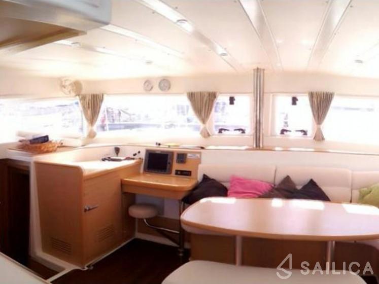 Lagoon 421 - Yacht Charter Sailica