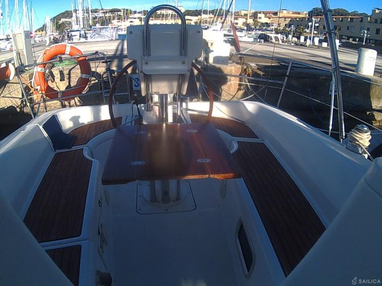 Oceanis 323 - Yacht Charter Sailica