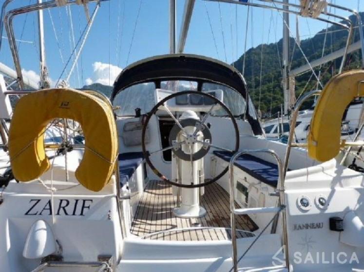 Sun Odyssey 32 - Yacht Charter Sailica