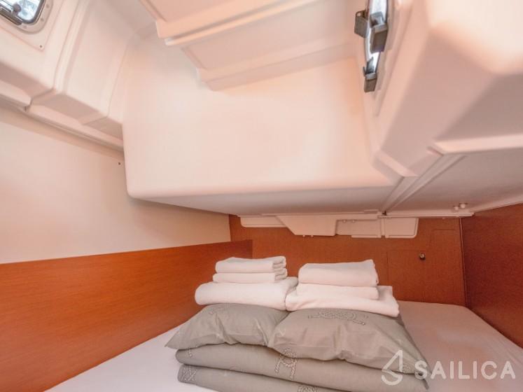 Oceanis 35.1 - Yacht Charter Sailica