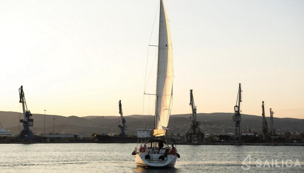 Sun Odyssey 42i (2008) - Yacht Charter Sailica
