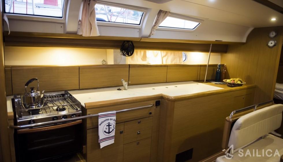 Sun Odyssey 44i (2009) - Yacht Charter Sailica