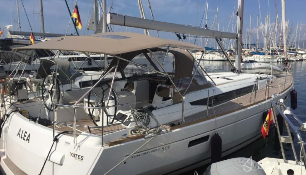 Jeanneau 519 - Yacht Charter Sailica