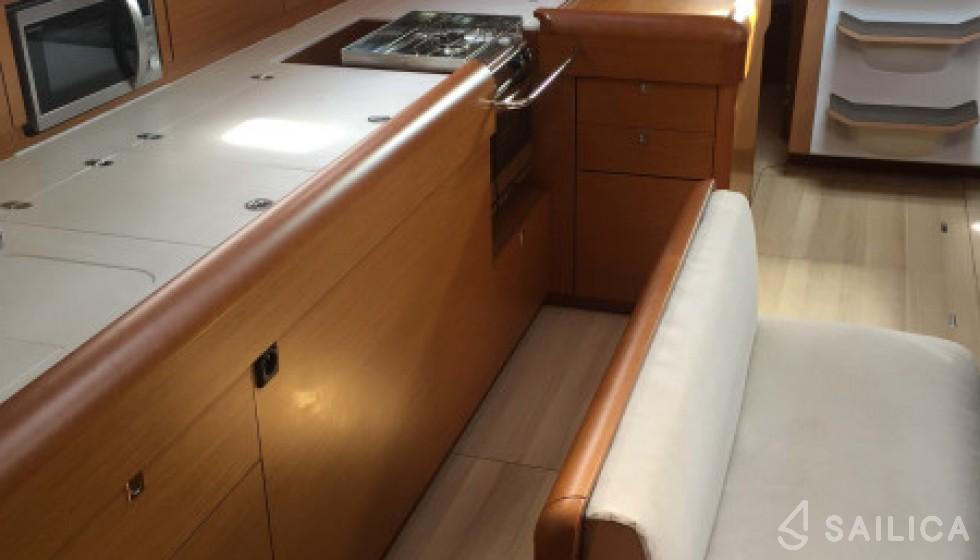 Jeanneau 519 - Sailica Yacht Booking System #9