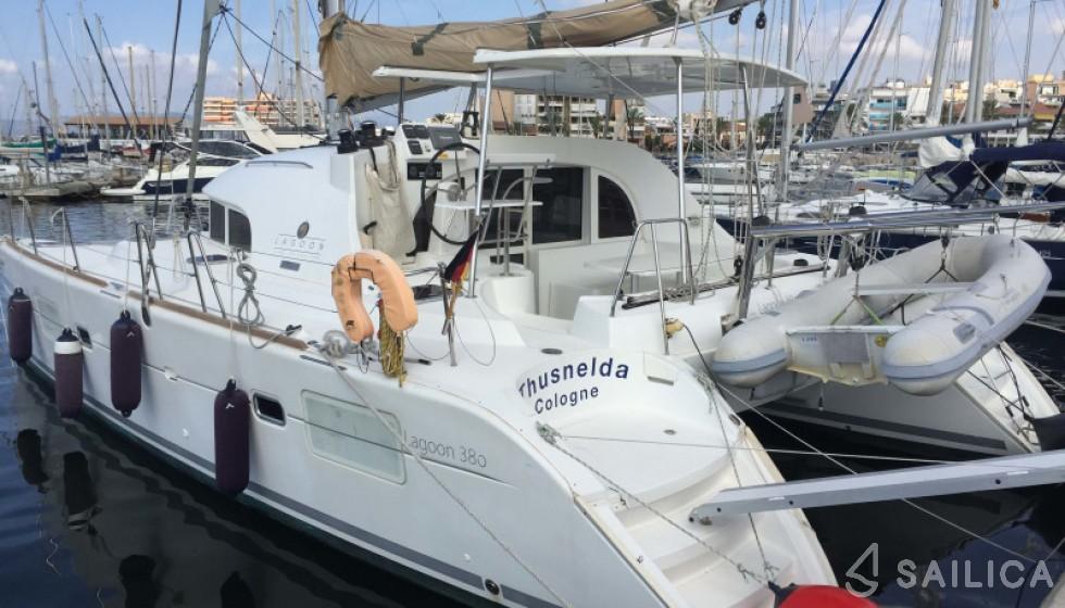 Lagoon 380 in Marina Can Pastilla - Sailica