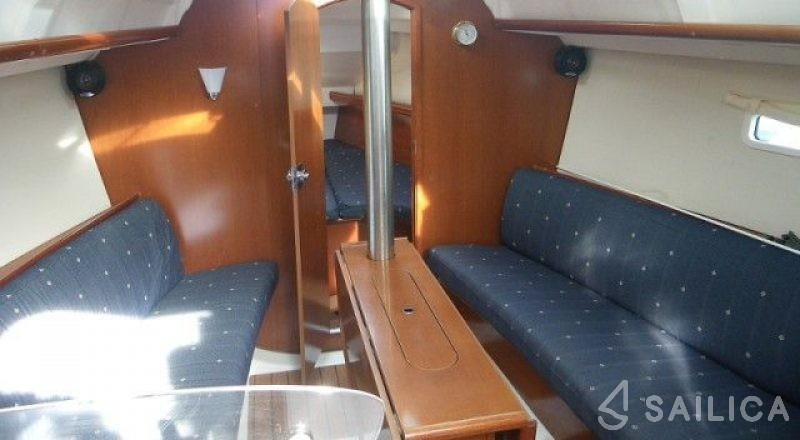 Rent Oceanis 323 in Italy - Sailica