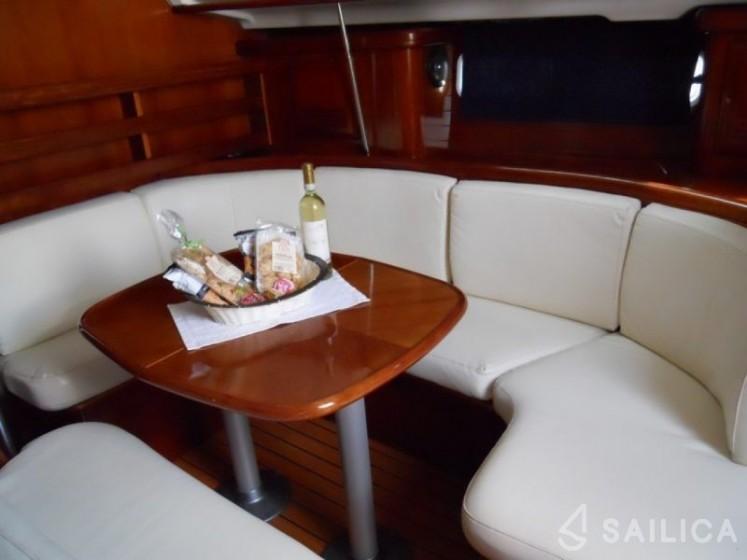 Beneteau 411 - Yacht Charter Sailica