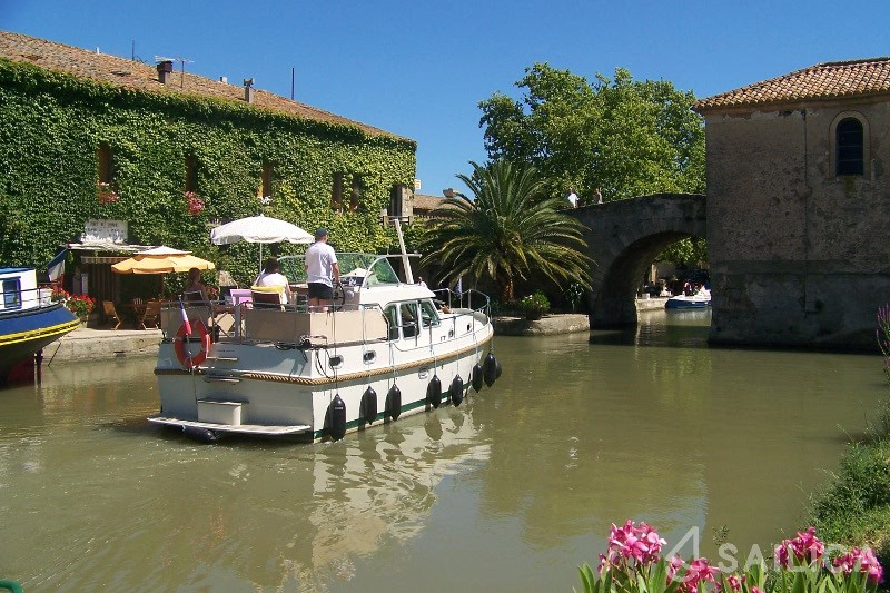 Rent Linssen 30.9AC in France - Sailica