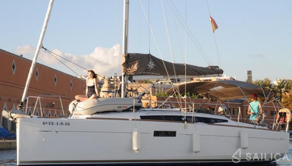 Jeanneau 349 in Marina del Sur - Sailica