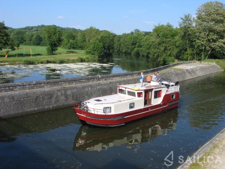 Burgundy 1200 - Yacht Charter Sailica