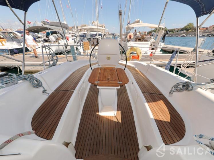Bavaria 37 Cruiser - Yacht Charter Sailica