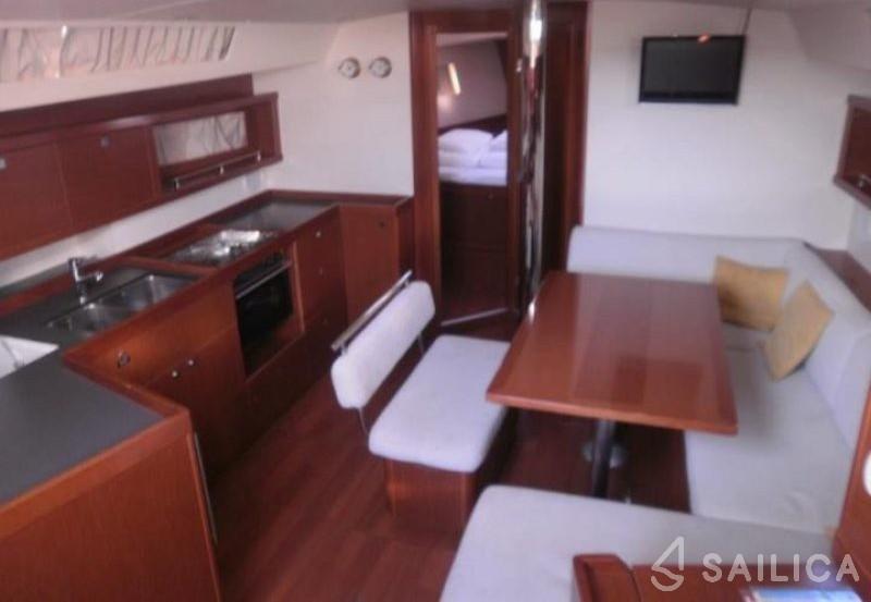 Oceanis 45 - Yacht Charter Sailica