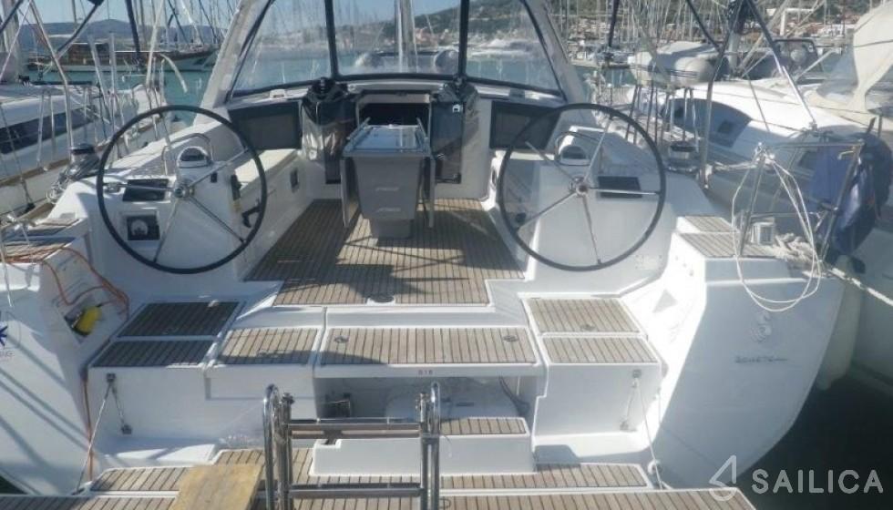 Oceanis 45 - Jachtcharter Sailica