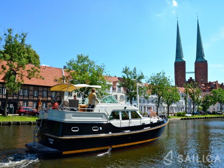 Linssen Grand Sturdy 380 AC - Yacht Charter Sailica