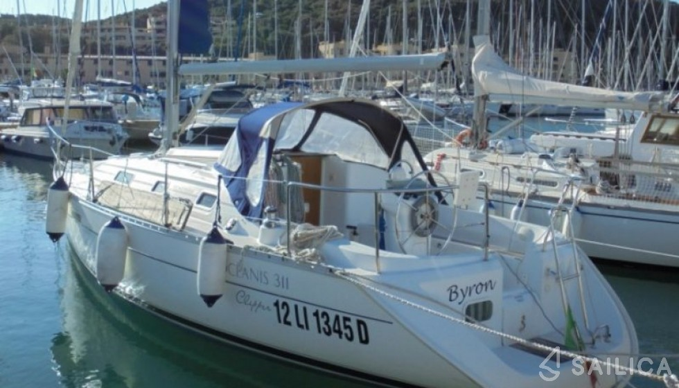 Oceanis 311 - Yacht Charter Sailica