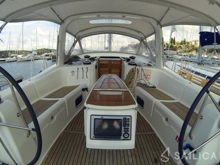 Oceanis 50 - Yacht Charter Sailica