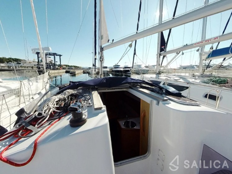 Sun Odyssey 30i - Yacht Charter Sailica