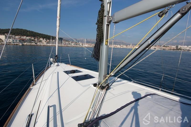 Oceanis 35 - Yacht Charter Sailica