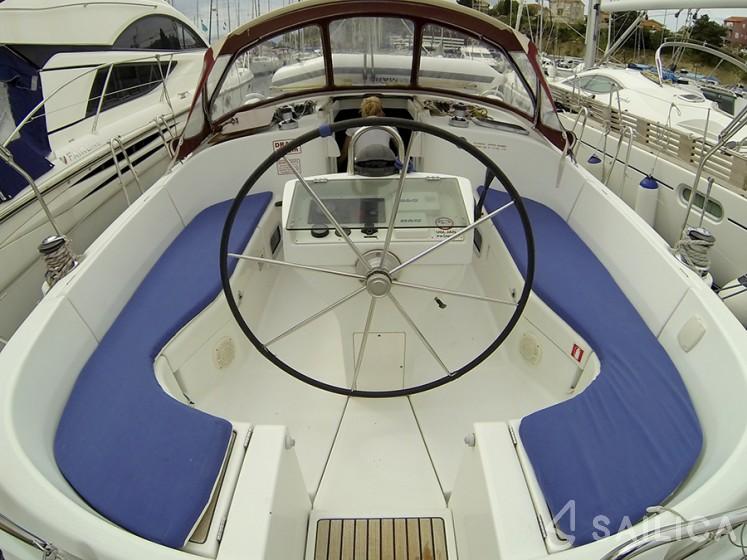 Oceanis 411 - Yacht Charter Sailica