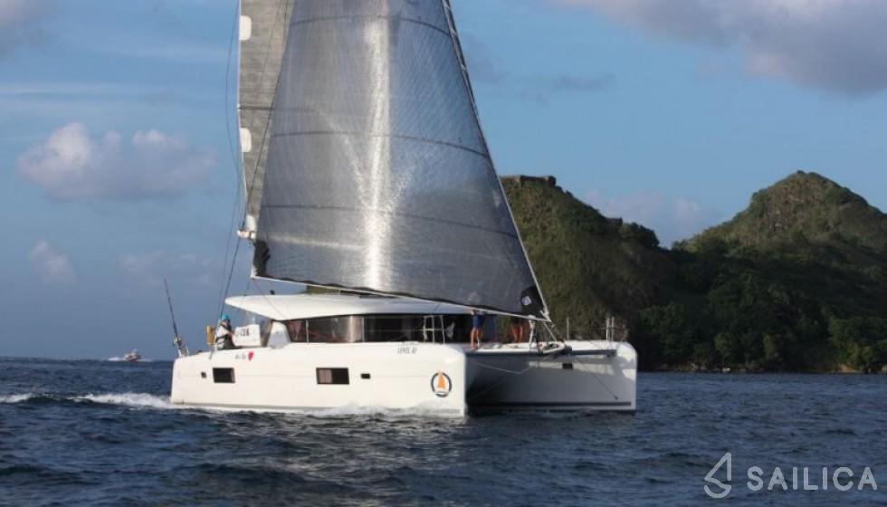 Lagoon 42 - Yacht Charter Sailica
