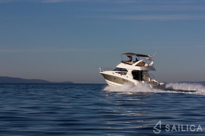 Prestige 440 - Yacht Charter Sailica