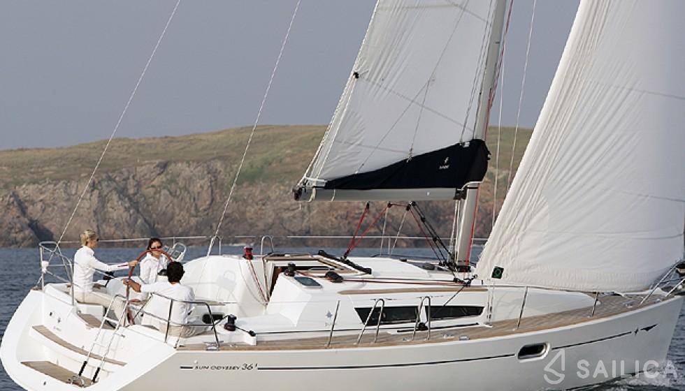 JEANNEAU SO 35 - Yacht Charter Sailica