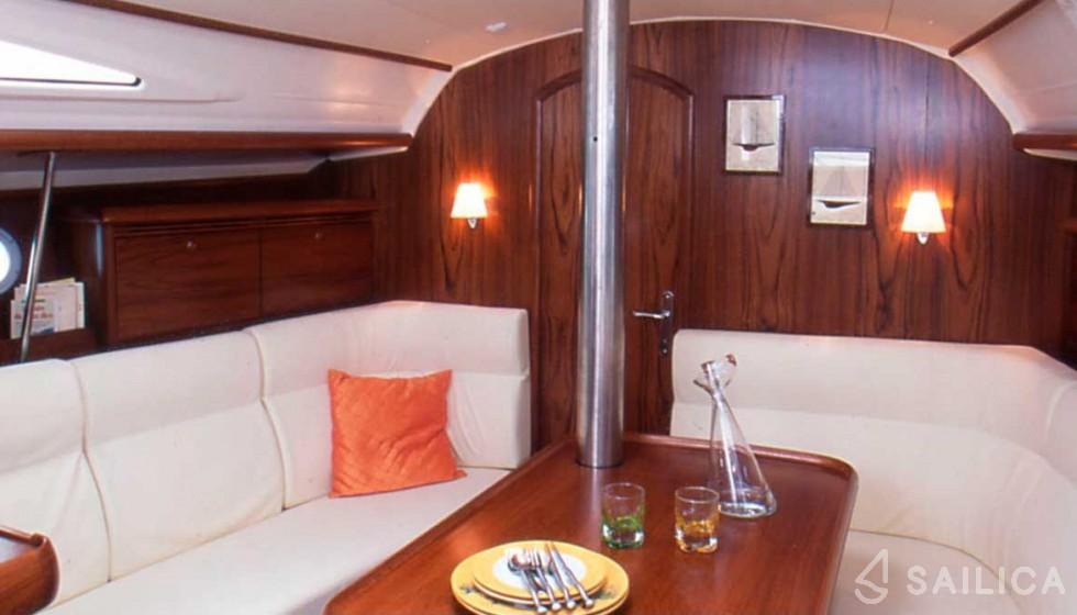 Rent JEANNEAU SO 35 in Spain - Sailica
