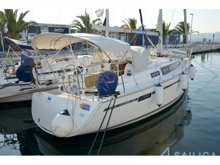 Bavaria Cruiser 33 - Yacht Charter Sailica