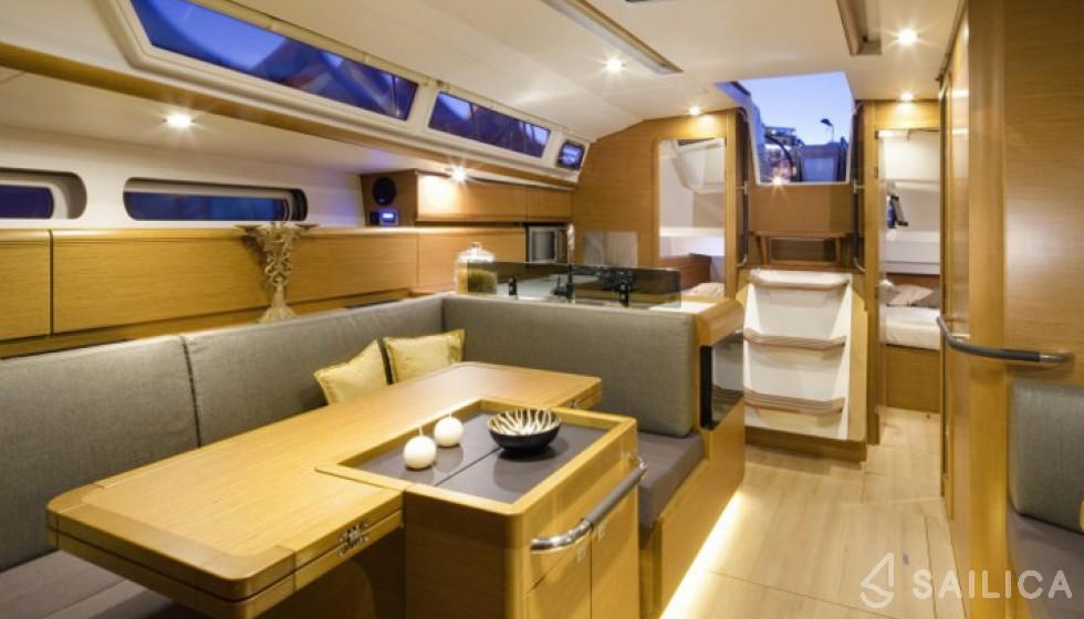 Sun Odyssey 409 in Marina Le Marin - Sailica