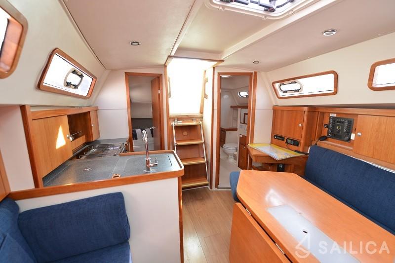 Hanse 320 - Yacht Charter Sailica