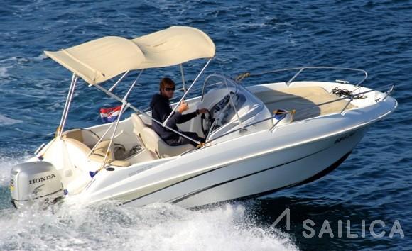 Beneteau Flyer 550 - Yacht Charter Sailica