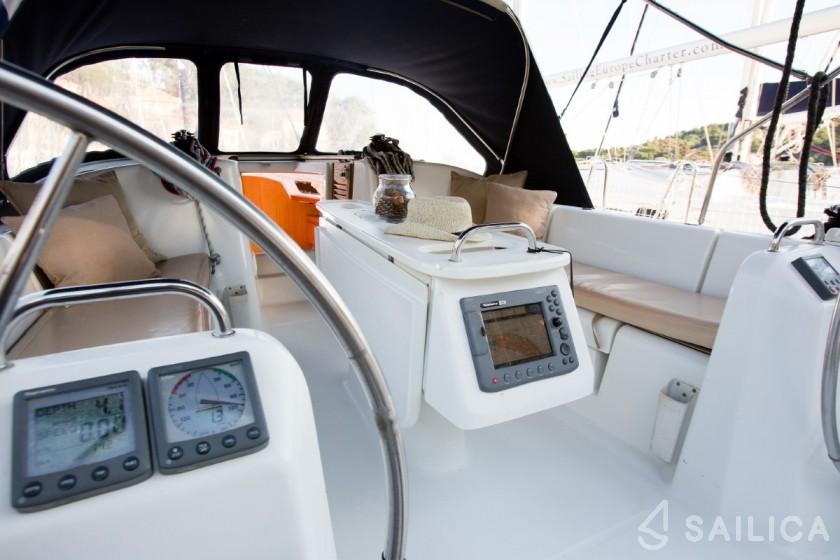 Cyclades 39.3 - Yacht Charter Sailica
