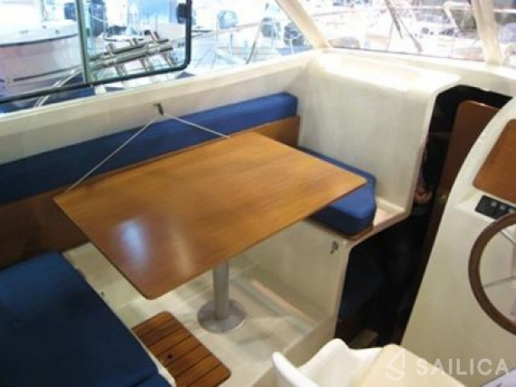 Merry Fisher 725 - Yacht Charter Sailica