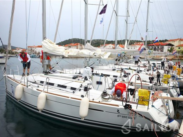 First 35 - Yacht Charter Sailica
