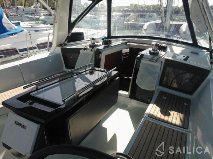 Oceanis 41 - Yacht Charter Sailica