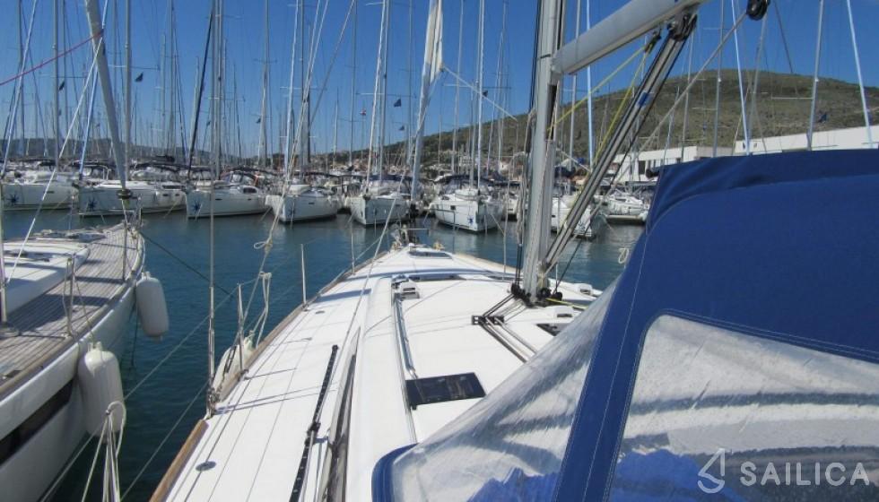 Oceanis 48-5. in Marina Baotic - Sailica