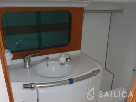 First 31.7 - Yacht Charter Sailica
