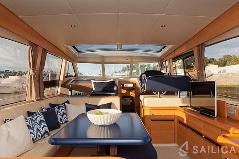 Greenline 40 - Yacht Charter Sailica